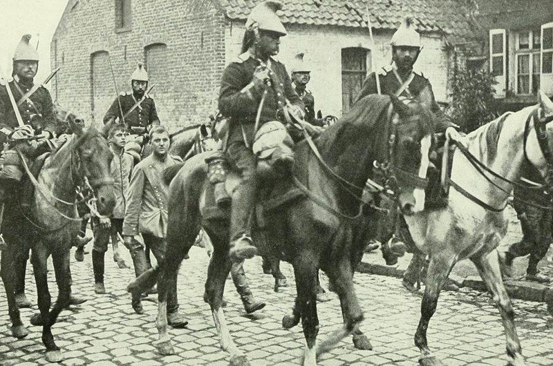 800px-French_cavalry_&_German_cavalry_prisoners